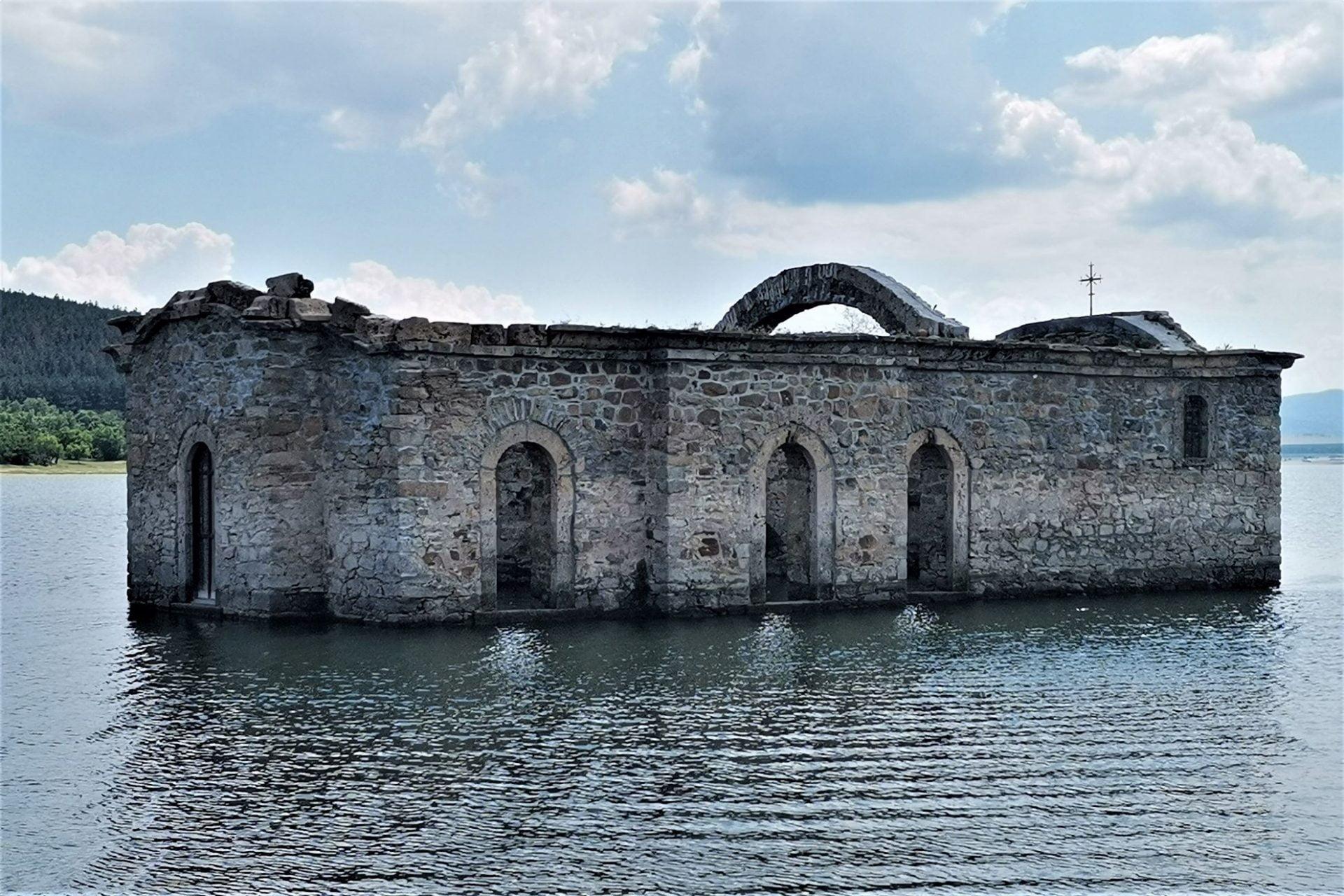 Потопената църква Жребчево